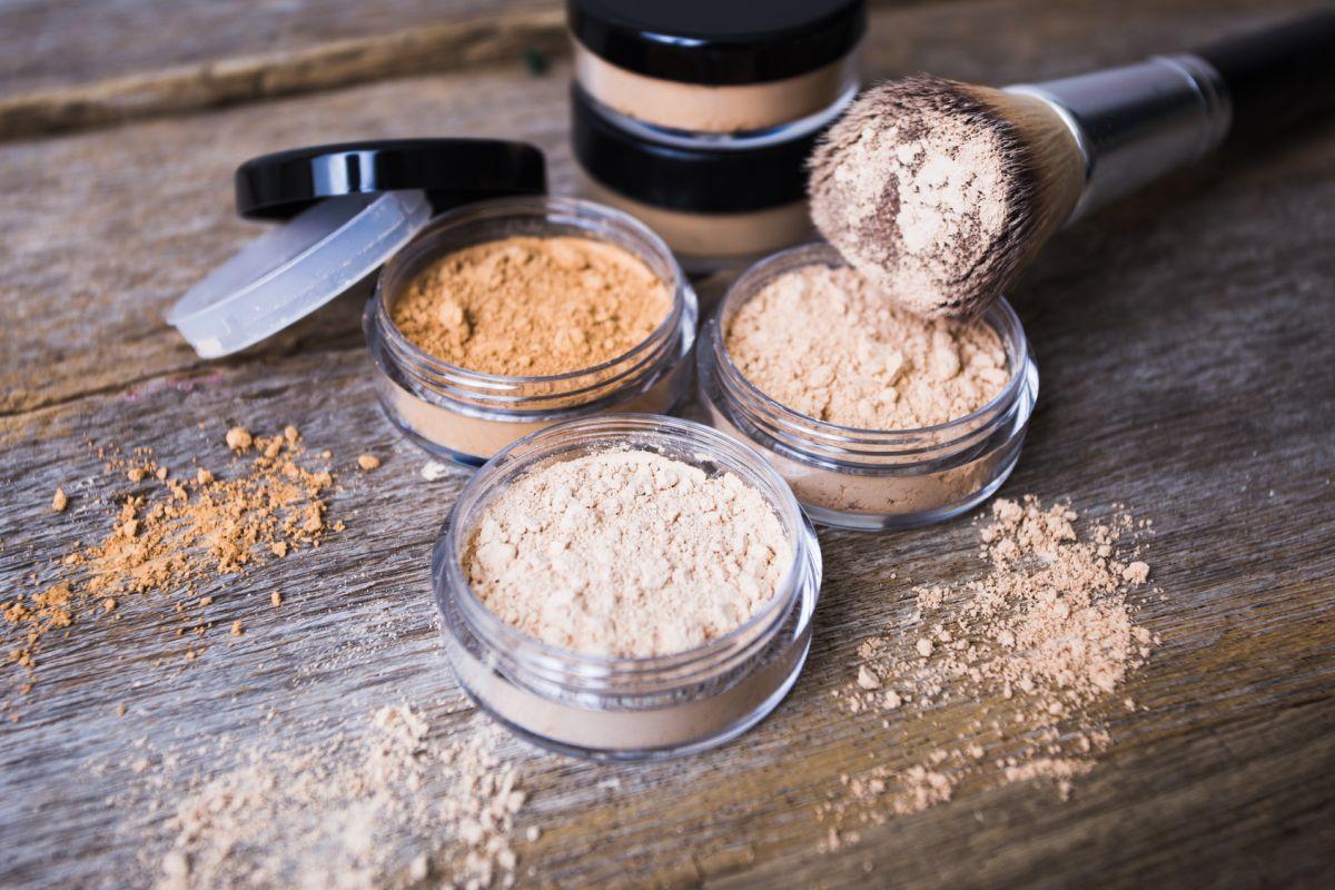 Mineral cosmetics. Make-up finish, lifespan, coverage