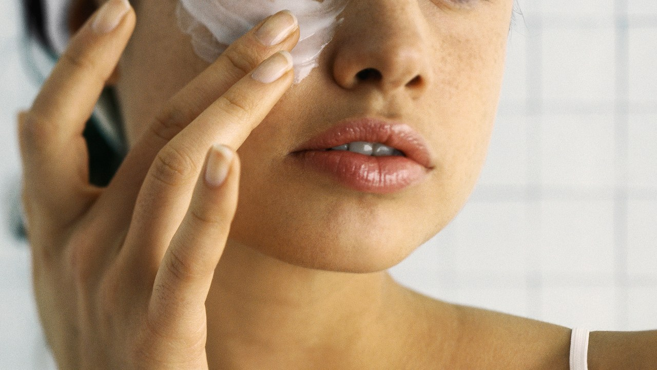 How to heal dry skin? Cosmetics, diet and useful tricks